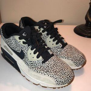 Nike Air Max women's tennis shoes